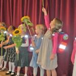 Mit der Sonnenblume um die Wette wachsen - unsere Erstklässler bei der Einschulung