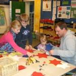 Weihnachtsbasteln 2010: Basteln in den Klassenräumen