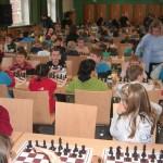 Eine volle Aula in der Gesamtschule Fraenkelstraße – kurz vor Beginn einer Runde